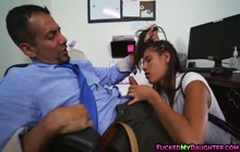 Victoria Valencia blowing cock to her father's assistant